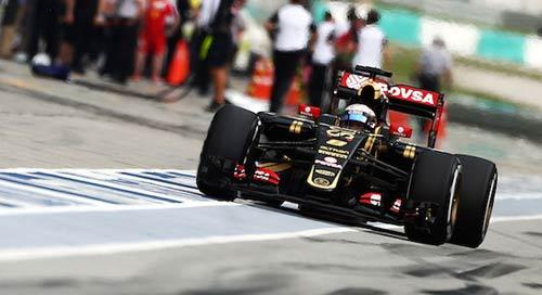 Phân hạng Malaysian GP: Hamilton đoạt pole trong mưa - 2