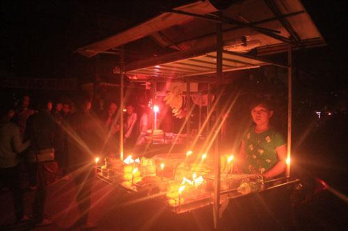 Hội An lung linh ánh đèn cầy trong Giờ trái đất - 7