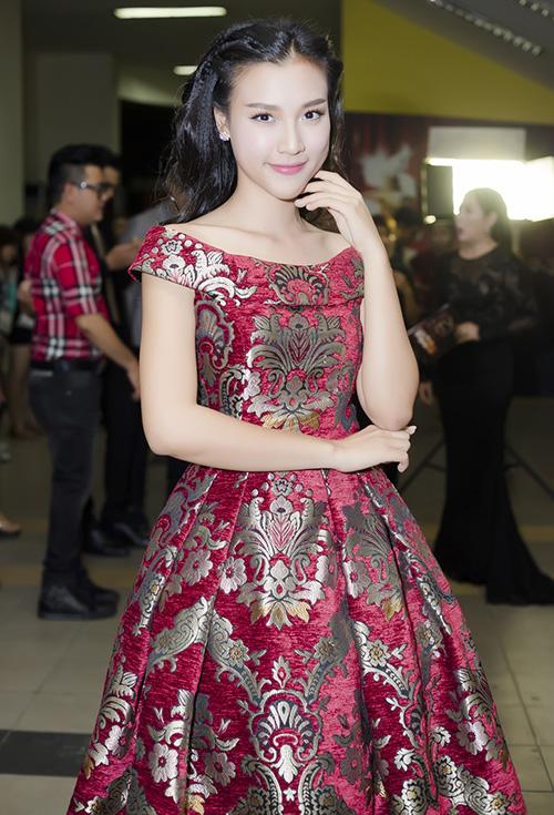 """MC Hoàng Oanh xinh đẹp như nàng """"Lọ Lem"""" - 2"""