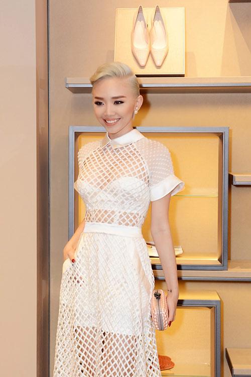 Tóc Tiên nổi bật với váy xuyên thấu, tóc bạch kim - 1