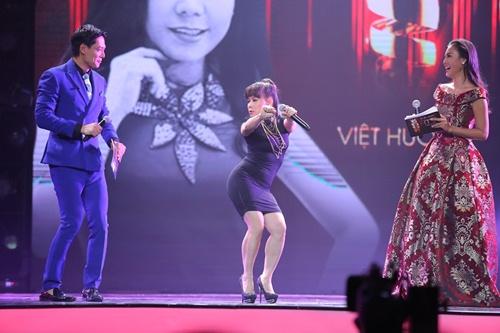 """Việt Hương cover """"Vũ điệu cồng chiêng"""" của Tóc Tiên - 3"""