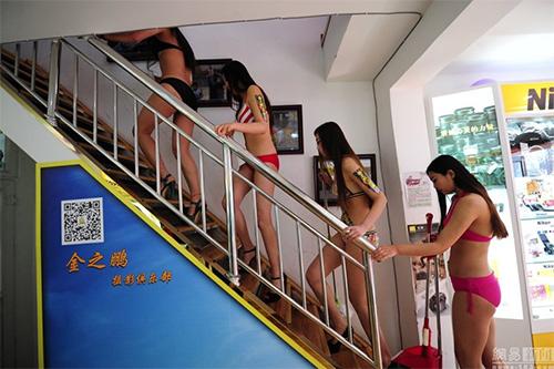 TQ: Xôn xao với dàn mẫu mặc bikini lau cửa kính - 8
