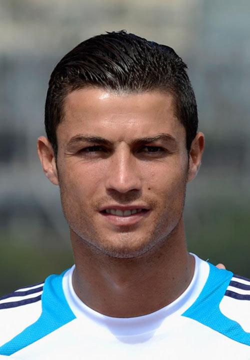 """Ronaldo trình làng kiểu tóc mới """"dị"""" lạ thường - 5"""