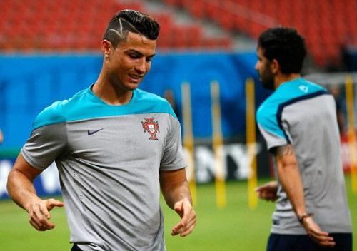 """Ronaldo trình làng kiểu tóc mới """"dị"""" lạ thường - 7"""