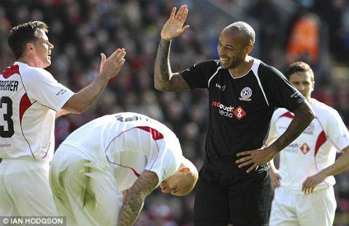 Dàn sao tụ hội, đá trận Liverpool tri ân Gerrard - 9