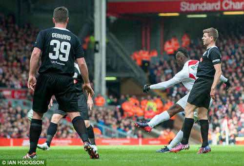 Dàn sao tụ hội, đá trận Liverpool tri ân Gerrard - 4