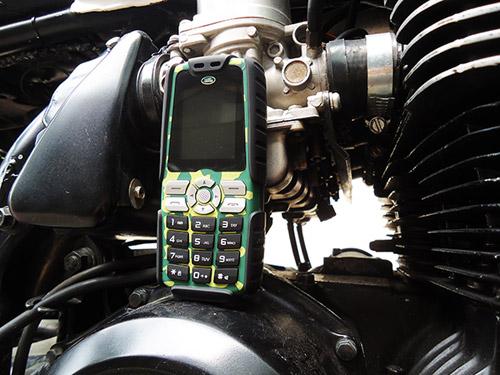 """Trên tay """"cục gạch"""" siêu bền pin dùng 20 ngày Land Rover X1 - 4"""