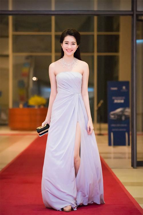 """Thời trang """"10 năm không đổi"""" của 3 người đẹp Việt - 10"""