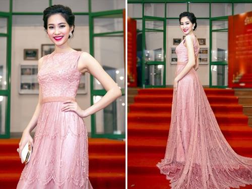 """Thời trang """"10 năm không đổi"""" của 3 người đẹp Việt - 9"""