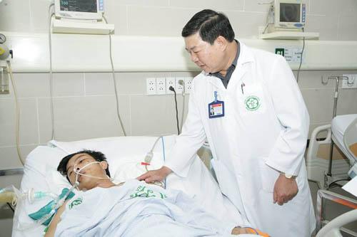 Vụ sập giàn giáo: Bệnh nhân có thể phải thay phổi nhân tạo - 1