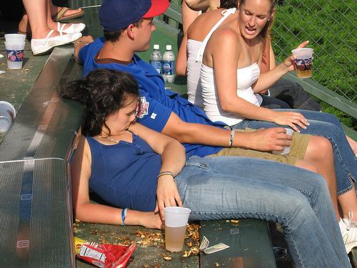 """""""Bó tay"""" với những cô nàng say xỉn - 2"""