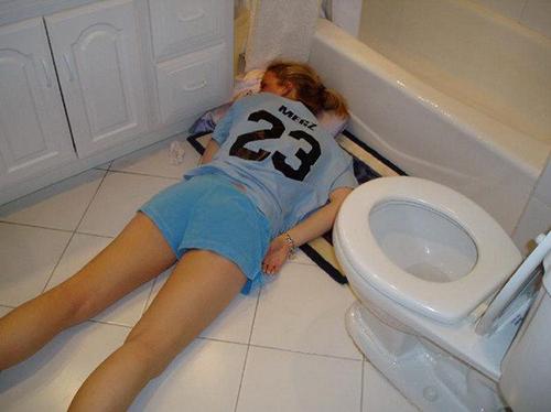 """""""Bó tay"""" với những cô nàng say xỉn - 5"""