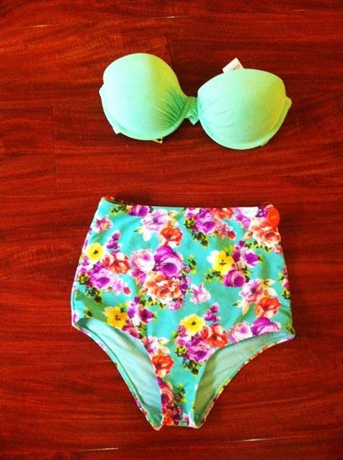 """Đồ bơi hai mảnh: Chưa đến hè đã """"hot"""" - 4"""