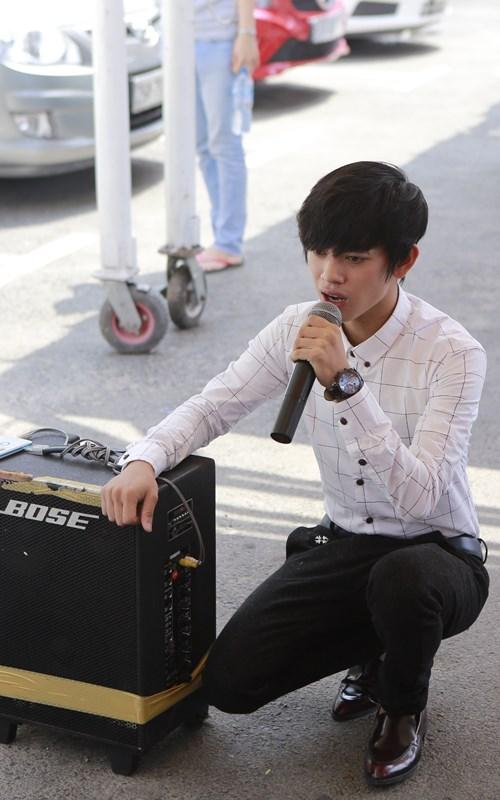 Clip chàng trai kẹo kéo hát lại bài hit của Sơn Tùng - 2