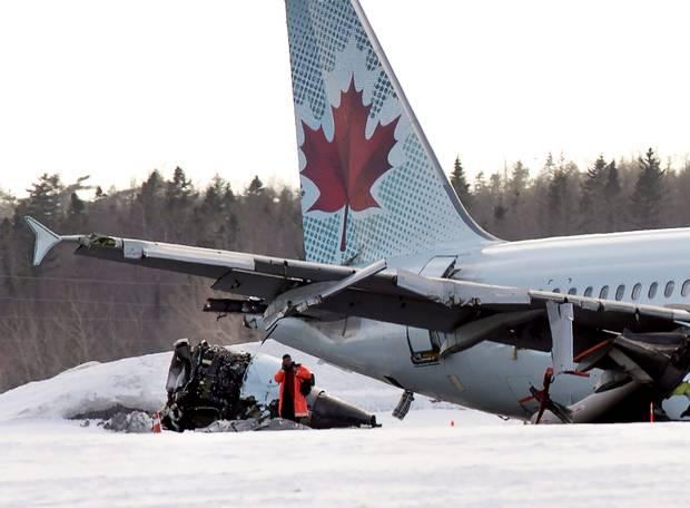 Canada: Hành khách đạp cửa máy bay A320 bỏ chạy - 3