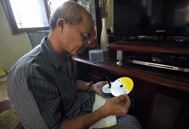 Nghệ sỹ Hán Văn Tình tập kịch ở nhà sau điều trị ung thư - 7