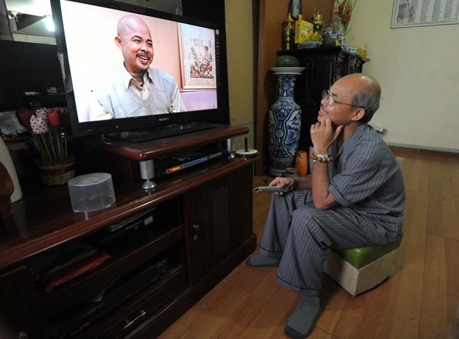 Nghệ sỹ Hán Văn Tình tập kịch ở nhà sau điều trị ung thư - 8