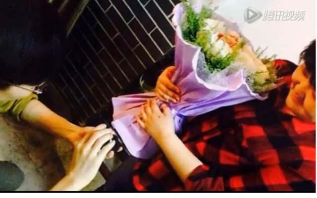 Chàng trai kết hoa bằng thịt giăm bông cầu hôn bạn gái - 2