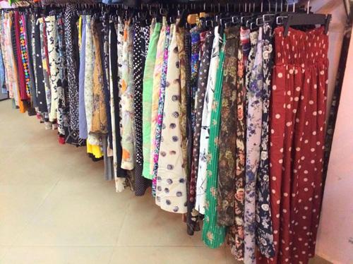 """""""Buôn may bán đắt"""" nhờ quần áo cũ online - 11"""
