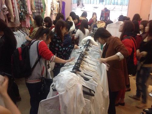 """""""Buôn may bán đắt"""" nhờ quần áo cũ online - 8"""