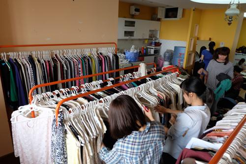 """""""Buôn may bán đắt"""" nhờ quần áo cũ online - 7"""