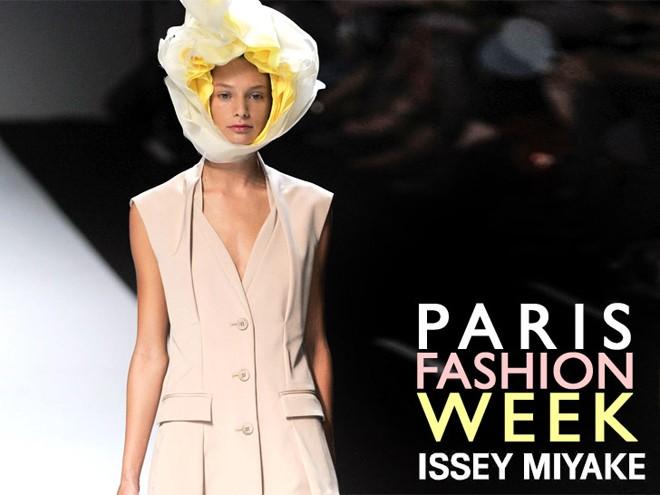 Bí mật gây sốc phía sau tấm vé mời fashion week - 3