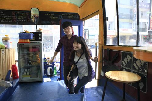 Khám phá quán cà phê trên xe buýt độc nhất HN - 4