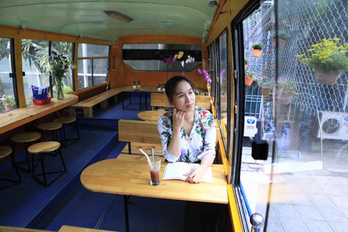 Khám phá quán cà phê trên xe buýt độc nhất HN - 8