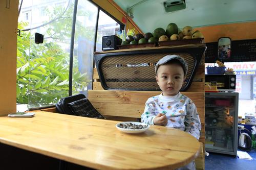 Khám phá quán cà phê trên xe buýt độc nhất HN - 15