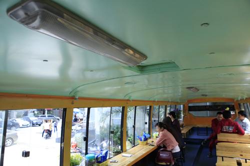 Khám phá quán cà phê trên xe buýt độc nhất HN - 13
