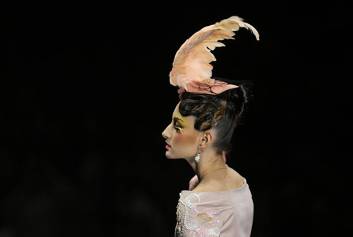 Người mẫu trùm mền, đeo sừng lên sàn diễn Trung Quốc - 10