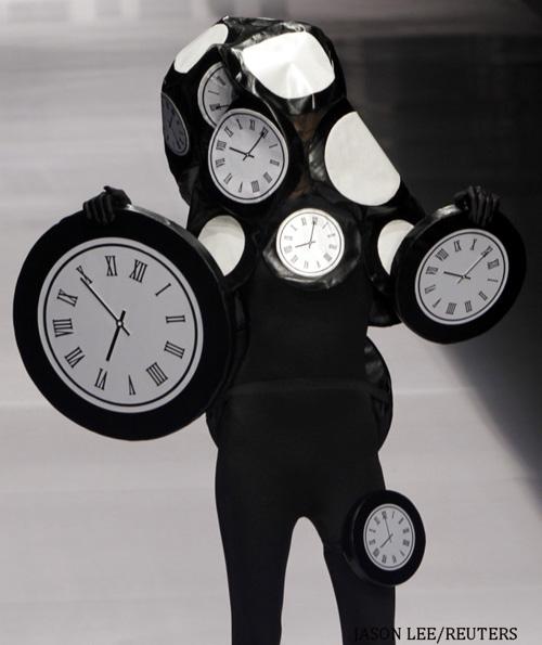 Người mẫu trùm mền, đeo sừng lên sàn diễn Trung Quốc - 14