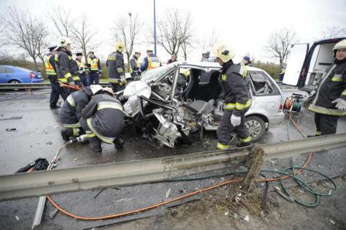 Taxi chở tuyển thủ Hy Lạp gặp nạn, 1 người chết - 1