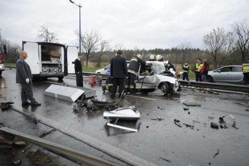 Taxi chở tuyển thủ Hy Lạp gặp nạn, 1 người chết - 2