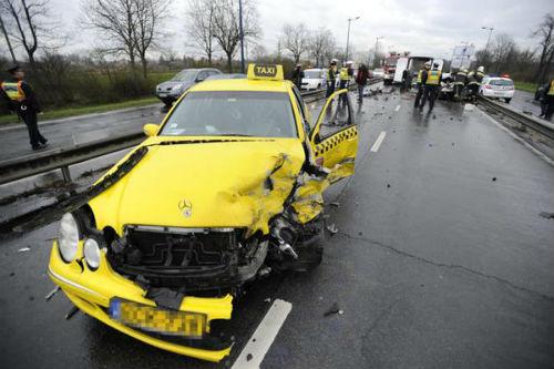 Taxi chở tuyển thủ Hy Lạp gặp nạn, 1 người chết - 3