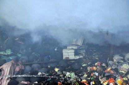 TP.HCM: Cháy dữ dội tại công ty nệm mút - 3