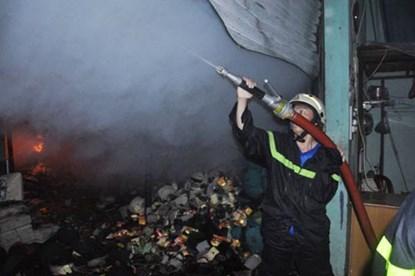 TP.HCM: Cháy dữ dội tại công ty nệm mút - 4