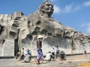 Vừa hoàn thành, nền gạch tượng đài Mẹ VN Anh hùng bị vỡ
