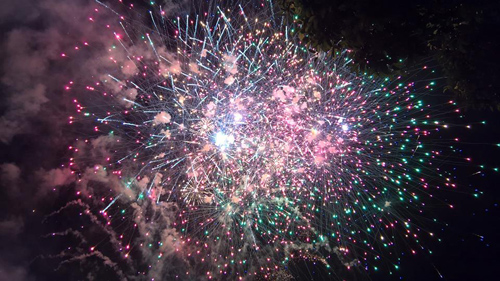 Pháo hoa rực sáng trên bầu trời Sài Gòn, Đà Nẵng - 5