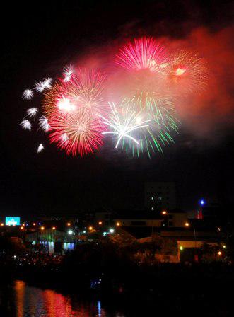 """Người Sài Gòn ngây ngất trong """"bữa tiệc"""" pháo hoa - 3"""
