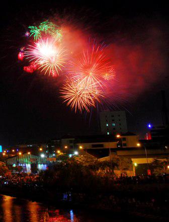 """Người Sài Gòn ngây ngất trong """"bữa tiệc"""" pháo hoa - 5"""