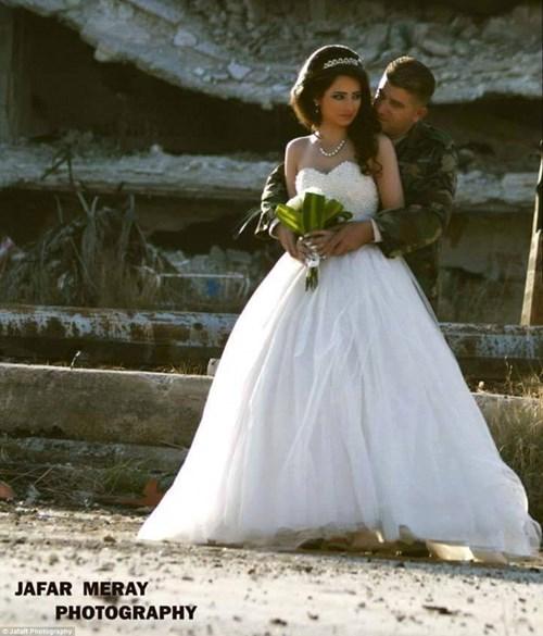 Bộ ảnh cưới táo bạo giữa đống hoang tàn của cặp đôi Syria - 3