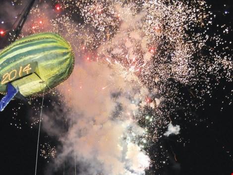 """Những màn chào đón năm mới """"quái lạ"""" trên thế giới - 2"""