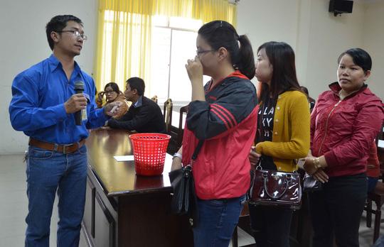 Đà Nẵng: Trắng đêm chờ bốc phiếu tiêm vắc-xin - 2