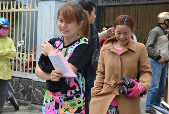 Đà Nẵng: Trắng đêm chờ bốc phiếu tiêm vắc-xin - 3