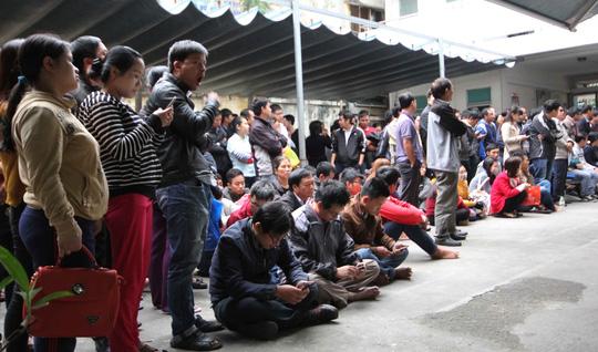 Đà Nẵng: Trắng đêm chờ bốc phiếu tiêm vắc-xin - 1