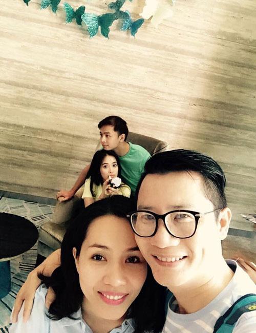 """Facebook sao 1/1: Hà Hồ đón năm mới bên """"trai lạ"""" - 15"""