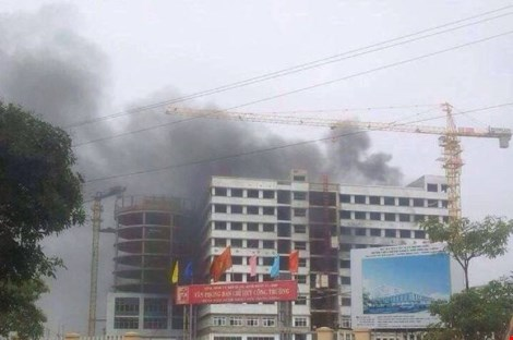 Cháy ở công trình Bệnh viện Bệnh Nhiệt đới Trung ương - 1