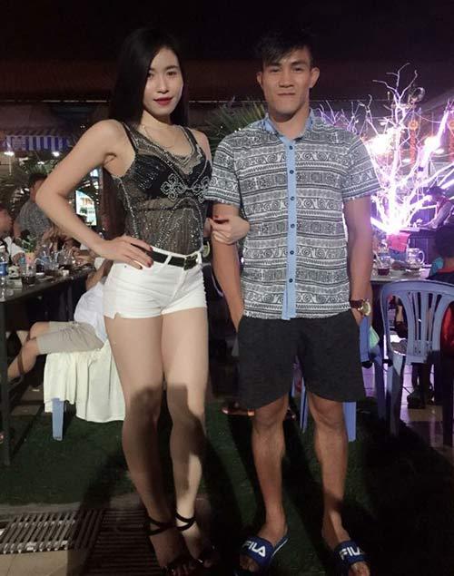 Võ sỹ Muay Thái vui vẻ bên người đẹp nóng bỏng - 2