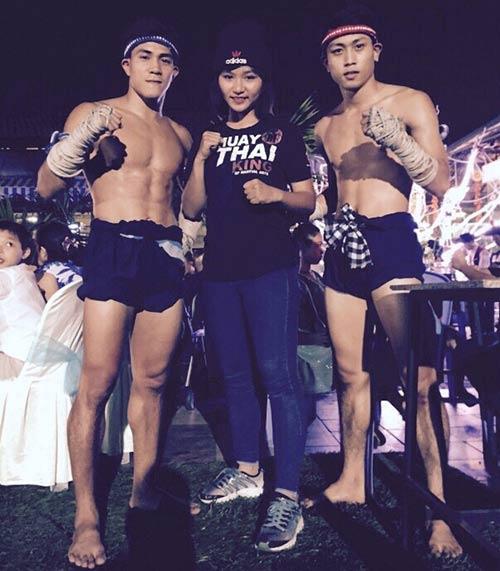 Võ sỹ Muay Thái vui vẻ bên người đẹp nóng bỏng - 3